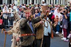 Ståta av dräkter och traditionella maskeringar av Iberia Royaltyfria Bilder