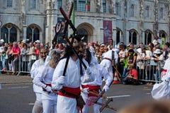 Ståta av dräkter och traditionella maskeringar av Iberia Arkivbild
