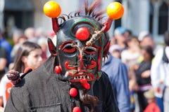 Ståta av dräkter och traditionella maskeringar av Iberia Arkivfoto