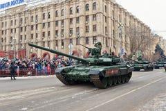 Ståta av militär utrustning i Volgograd Royaltyfri Fotografi
