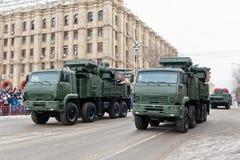 Ståta av militär utrustning i Volgograd Royaltyfria Foton