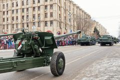 Ståta av militär utrustning i Volgograd Arkivfoton