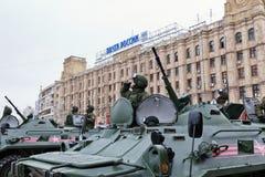 Ståta av militär utrustning i Volgograd Royaltyfri Foto