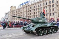 Ståta av militär utrustning i Volgograd Arkivfoto
