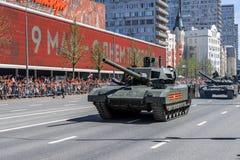 Ståta av militär utrustning på Victory Day på Maj 9 arkivfoto