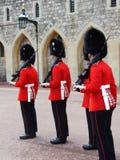Ståta av soldater från drottningvakten Fotografering för Bildbyråer