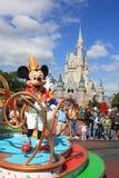 Ståta i magisk kungarikeslott i den Disney världen i Orlando Royaltyfri Foto