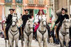 Ståta i traditionell Sardinian dräkt royaltyfria bilder