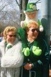 Ståta iakttagare på dagen för St. Patricks ståtar, Royaltyfria Foton