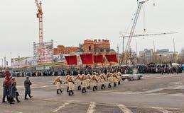 Ståta på huvudsaklig stadsfyrkant i hedern av årsdagen 75 av Fotografering för Bildbyråer