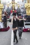 Ståtar den iklädda karnevalet för folk Cadiz Arkivbild