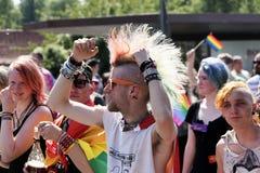 Ståtar glad stolthet för CSD i Luebeck, Tyskland 2015, punkrock och rainbo royaltyfria foton