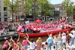 Ståtar kanalen Amsterdam för glad stolthet royaltyfri bild