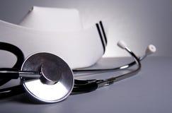 Stéthoscope avec le capuchon de soins Image libre de droits