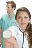 stéthoscope de sourire de dame proche de docteur vers le haut Photos libres de droits