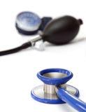 Stéthoscope et équipement sous pression de sang Images stock