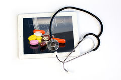 Stéthoscope et comprimé de médecine Image libre de droits