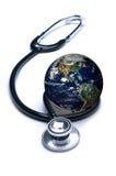 Stéthoscope et la terre Photo libre de droits