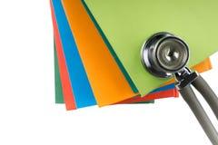 Stéthoscope et pile médicaux de livres Edu professionnel médical Image libre de droits