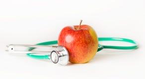 Stéthoscope et pomme médicaux Photo stock