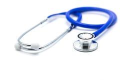 Stéthoscope médical bleu sur le bureau blanc de docteur Photo libre de droits