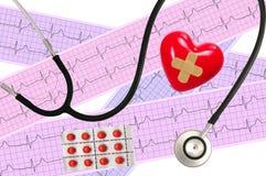 Stéthoscope médical et analyse de coeur, graphique d'électrocardiogramme Photo stock