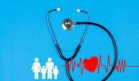 Stéthoscope médical et coeur rouge Concepts d'assurance médicale maladie Images libres de droits