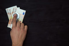 Stéthoscope sur d'euro billets de banque Image libre de droits