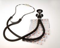Stéthoscope sur le fond blanc d'isolement Image libre de droits