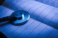 Stéthoscope sur un ECG Images libres de droits