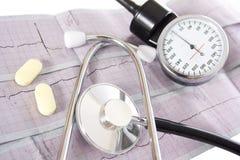 Stéthoscope sur un EKG réel Images libres de droits