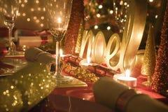 Stół dekorująca czerwień i złoto dla święto bożęgo narodzenia Obraz Royalty Free