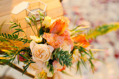 Stół dla ślubnej ceremonii, kwiatu przygotowania Ślubny deco Fotografia Royalty Free