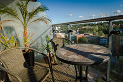 Stół i krzesła na balkonie Zdjęcie Royalty Free
