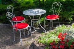 Stół i krzesła uliczna kawiarnia Zdjęcia Stock