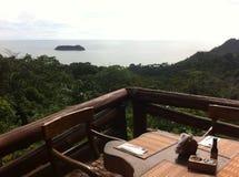 stół jeść obiad na tarasie przegapia morze Fotografia Royalty Free