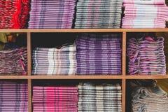 Stół paralela boksuje dla kolekci kaszmirowi szaliki wewnątrz zmiękcza Zdjęcia Stock