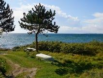 Stół robić drewno morzem Zdjęcia Royalty Free