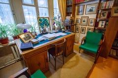 Stół sławny Radziecki dziecka ` s pisarz Korney Chukovsky w dziecka ` s bibliotece Żadny 266 Peredelkino Moskwa region, Russi Zdjęcie Stock