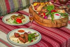 Stół słuzyć dla bbq gościa restauracji Zdjęcia Stock
