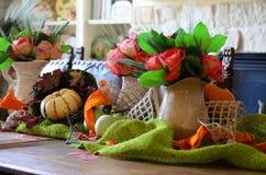 Stół Ustawiający Z różami obraz stock