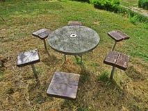 Stół na trawie Zdjęcie Royalty Free