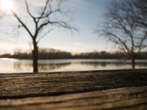 Stół podczas zmierzchu blisko laguny Zdjęcia Stock
