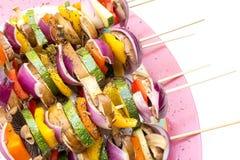 Stöcke mit dem gesunden Gemüse bereit zu grillen Lizenzfreie Stockfotografie