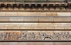 Stöpningar på gammal sandstenbyggnad arkivfoton