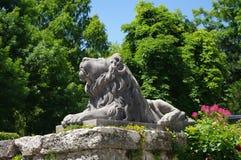 störande lionstaty fotografering för bildbyråer