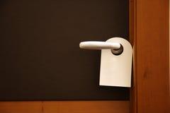 Stören Sie nicht Zeichen auf Hoteltür Lizenzfreie Stockfotos