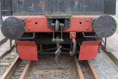 Större detaljer på den gamla ångalokomotivet Tunga järndelar Lokomotiv i delar Närbild royaltyfri foto