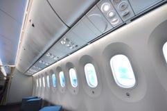 Större fönster med elektroniska skuggor i en Boeing 787 Dreamliner på Singapore Airshow 2012 Arkivfoton