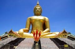 Störst Buddhastaty i Thailand Royaltyfri Bild